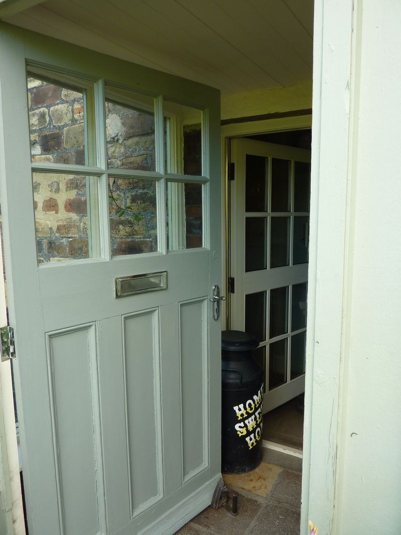 The Top Ten Front Door Paint Colours For Cotswold Stone Houses Farrow and Ball Pigeon